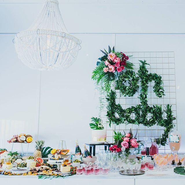 This boho tropical baby shower is one for the Pinterest boards! We've got all the images of @for_thedreamers' baby shower up now at hooraymag.com. Photography by @vargamurphy, Florals by @katiecooperfloraldesign + Styling by @homethugs_n_harmony x