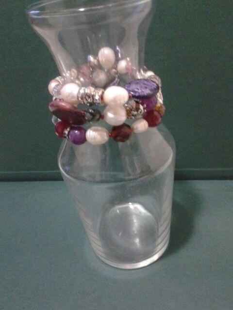 Pulsera con abalorios perlas y piedras variadas