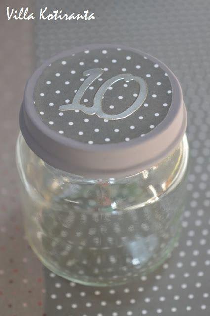 DIY: Joulukalenteri lasisista lasten välipalapurkeista / DIY; Advent calendar made from small glass jars