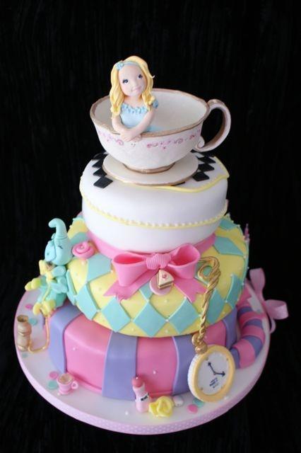 Alice in wonderland cake by www.tourtes.com cake art in ...