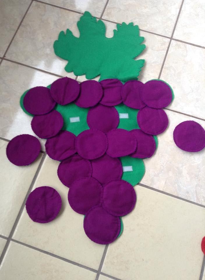 Racimo de uvas hechas de fieltro, para poner y quitar