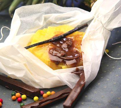 Papillotes poires et ananas au Carambar - Envie de bien manger. D'autres recettes de papillotes sur www.enviedebienmanger.fr/recettes/papillotes
