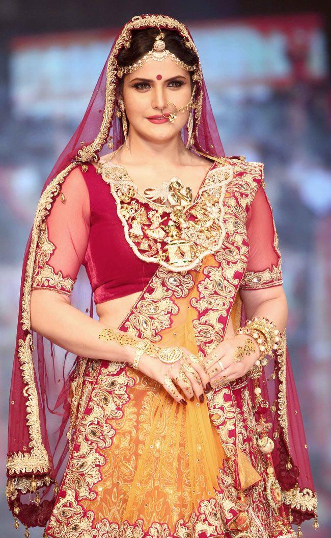 Zarine Khan poses on the ramp at the Indian International Jewellery Week 2014. #Style #Bollywood #Fashion #Beauty #IIJW