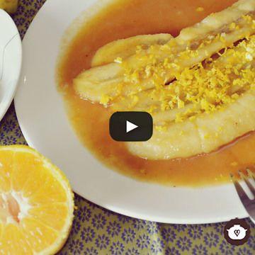 Sencilla receta de plátanos flameados con un poco de ron y ralladura de naranja.