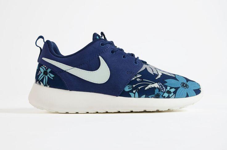 """Nike - Roshe One Print Premium Womens """"Aloha Pack"""" (Midnight Navy)"""