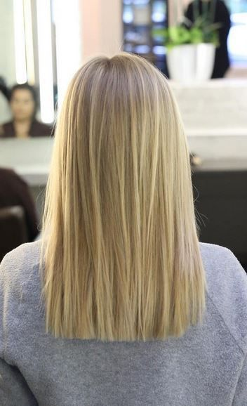 blunt haircut and natural looking blonde highlights