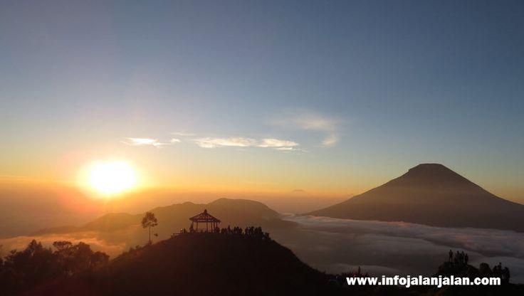 Indonesia Sunrise - Dieng Wonosobo http://infojalanjalan.com/tempat-favorit-menikmati-pemandangan-matahari-terbit-indonesia-sunrise