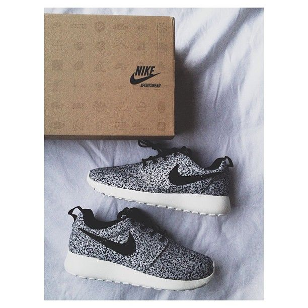 nike roshe run floral; nike roshe run shoes for women and mens runs hot  sale. browse a wide range