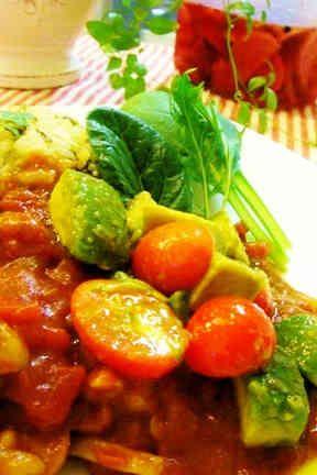 チキントマトカレー~アボカドのせの画像