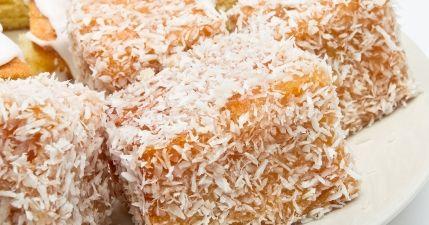 طريقة عمل حلى السميد وجوز الهند - Delicious semolina and coconut sweet recipe