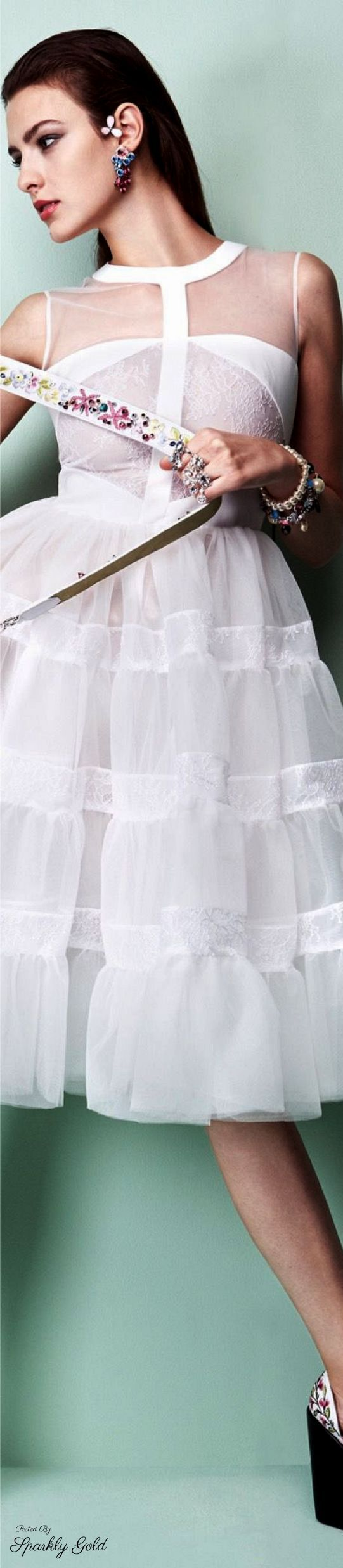 Georges Hobeika S-17 RTW: white dress inspired in a peticoat.