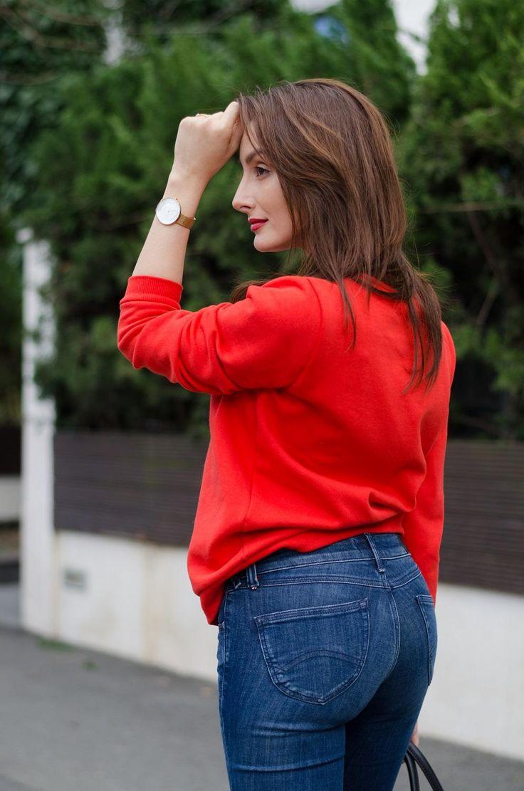Red Sweatshirt / Tommy Hilfiger Jeans / Skagen Denmark watch / Brunette / Streetstyle   www.cristinafeather.com