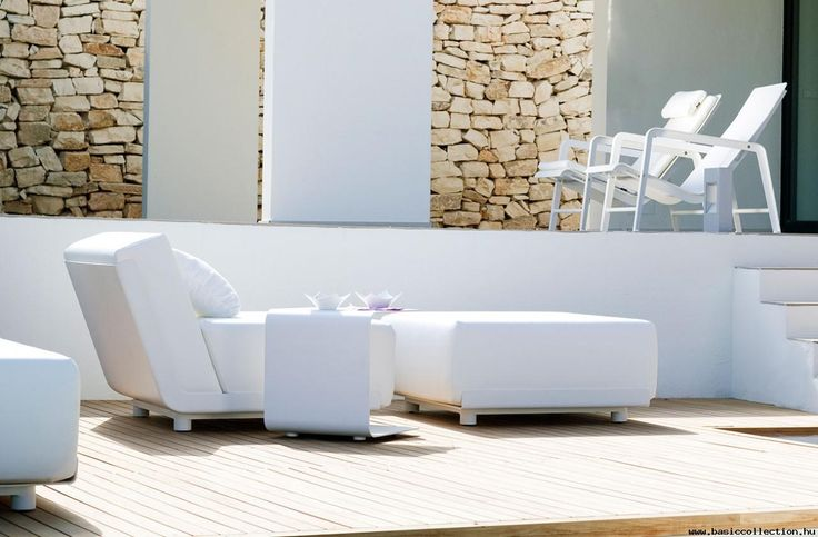 Mirthe Sofa - Basic collection - Mirthe Sofa is an outdoor sofa characterised by extra thick, UV-resistant outdoor cushions, kept in place by subtle, varnished aluminium shells. Suitable for terraces, bar furniture, terraces of cafes, hotels. #contractfurniture #outdoorsofa #white
