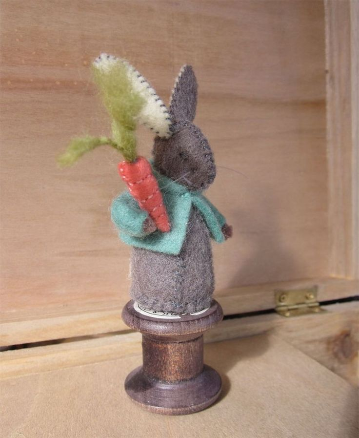 felt rabbit with carrot - free pattern - this gal is one of the most creative people I have 'met' on FB.  Her work is just so beautiful.  Love the detail.