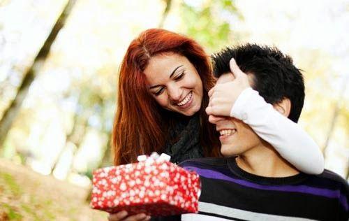 9 Ide Hadiah Paling Berkesan Untuk Pacar Anda