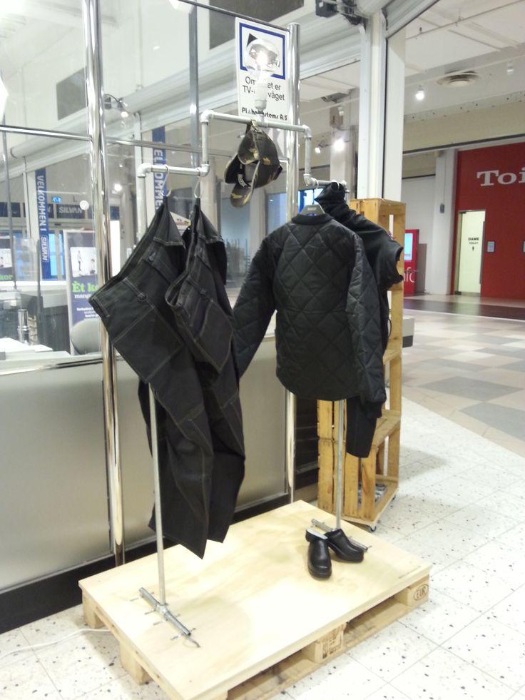 Fedt tøjstativ af vandrør - fra butikken i Tilst