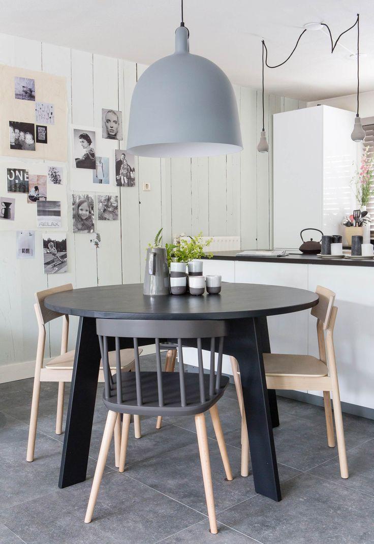 De ronde eettafel van Chantal en Mark in aflevering 1, seizoen 3 | Weer verliefd op je huis | Metamorfose door: Frans Uyterlinde | Fotografie Barbara Kieboom