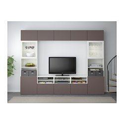 IKEA - BESTÅ, Tv-opbergcombi/vitrinedeuren, wit/Valviken donkerbruin helder glas, laderail, zachtsluitend, , De lades en de deuren gaan door de zachtsluitende functie zacht en stil dicht.Deze tv-opbergcombinatie heeft veel extra opbergruimte, waardoor je de woonkamer eenvoudig netjes kan houden.Door de plaatsbesparende wandkasten kan je de ruimte boven de tv ook gebruiken.Alle snoeren van de tv en andere apparatuur zijn eenvoudig uit het zicht, maar binnen handbereik te houden, omdat er aan…