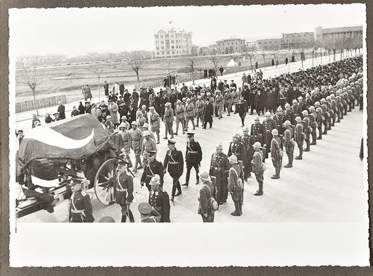 Büyük Başbuğ Atatürk'ün İstanbul ve Ankara'daki Cenaze Töreni Fotoğrafları 15. Bölüm