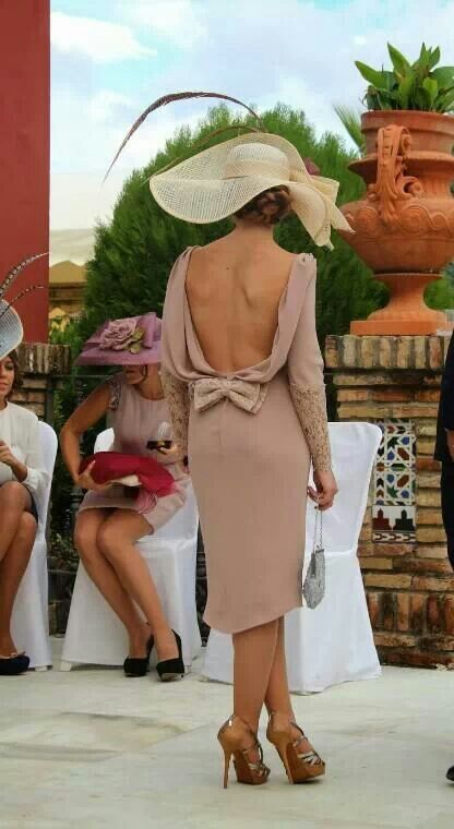 This backless dress with the bow is classy yet sexy. Love!