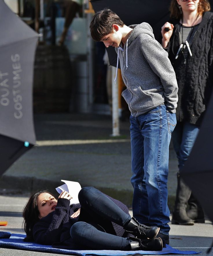 """Lana Parilla and Jared Gilmore - Behind the scenes - 4 * 22 """"Operation Mongoose Part 2"""" 1st April 2015"""