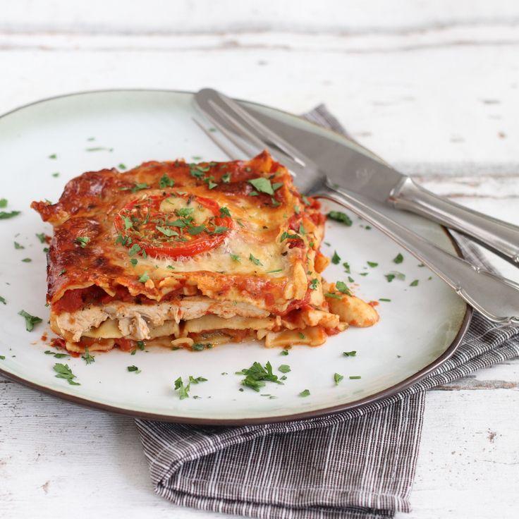 Deze lasagne met gegrilde kipfilet en courgette smaakt heerlijk en valt wat minder zwaar. Voor deze lasagne gebruikte ik een ovenschaal van 23,5 x 23,5 x 5,5 cm.    Print recept Lasagne met gegrilde kipfilet en courgette Voorbereidingstijd 10 minuten Bereidingstijd 1 uur Totale tijd 1 uur 10 minuten  Personen: 4 Ingrediënten …