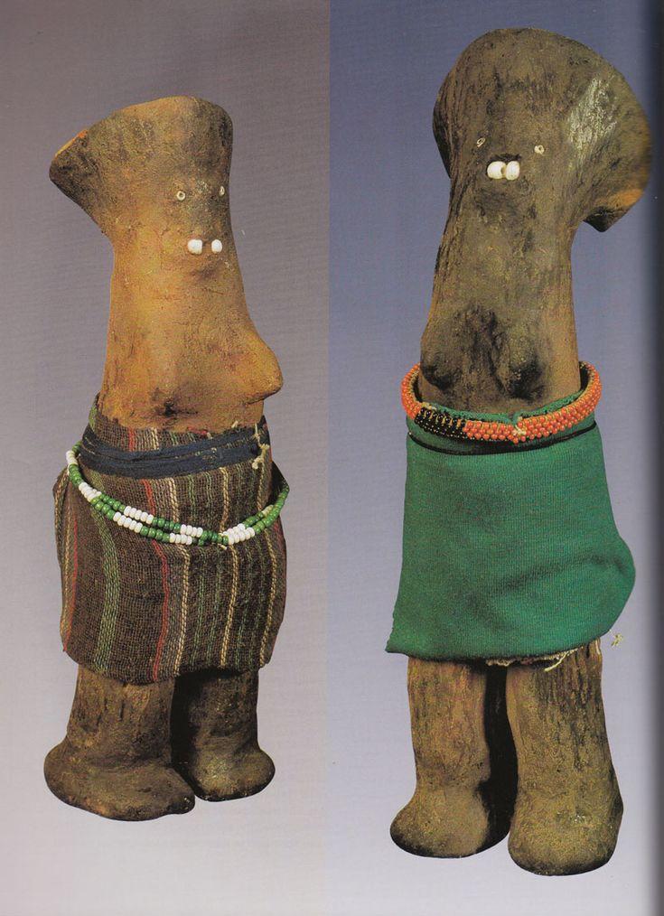 Zulu-woman-figures-(udoli)-made-by-Hluphekile-MaMchunu-Zuma-1989.-Photo-by-Action-Photos