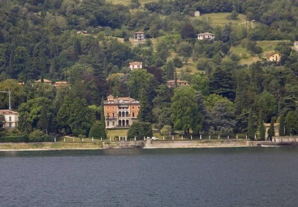 Facciata vista dal lago-Meda Riquier #lakecomoville: