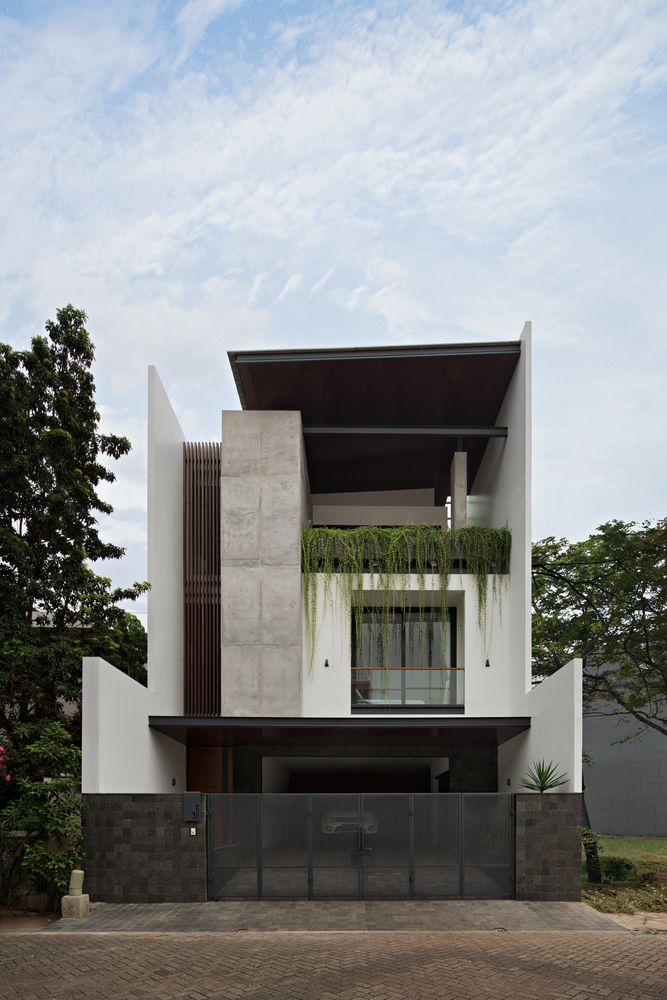 41 Delightful Minimalist Home Architecture Design Ideas That You Must See - Minimalist home designs are often chosen by house owners these days to refurbish or build their properties, because their simple and seamless style ma. Narrow House Designs, Small House Design, Modern House Design, Facade Design, Exterior Design, Modern Architecture House, Architecture Design, Minimalist Architecture, Sustainable Architecture