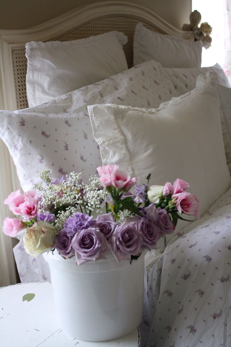 Patina style romantic bedroom - Lilac And Lavender With Pink And White