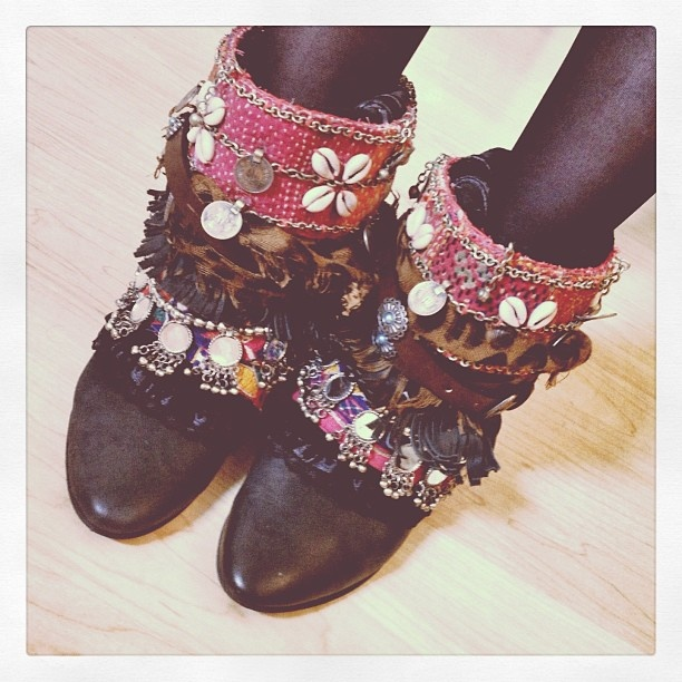 DIY booties inspired by @madamederosa I jingle when I walk - lynniebinnyface @ Instagram Web Interface - 5th village