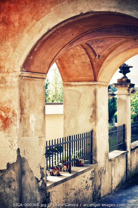 Beautiful Italian archway with decayed walls and faded paint -- ©Silvia Ganora Photography - All Rights Reserved  #bookcovers #italy #architecture