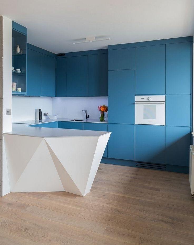 matt blaue grifflose Küchenfronten, weiße Arbeitsplatte und - matte kuchenfronten arbeitsplatten pflegeleicht