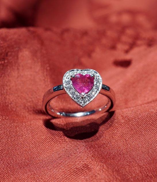 Heart ruby ring - White gold ring, with ruby 1 carats,  diamonds carats 0,28 , total dimension of heart cm 1,1 - Dogale Jewellery Venice Italy