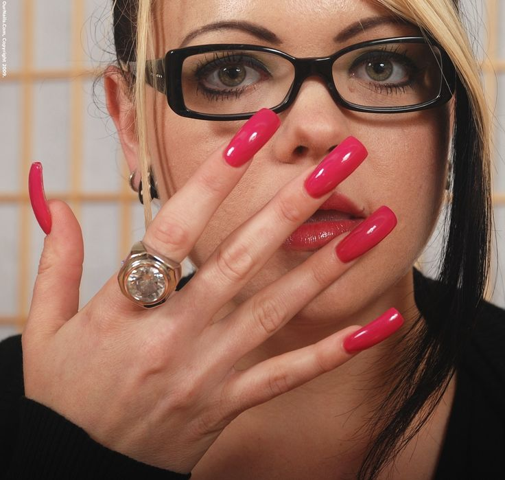 beautiful-mature-women-long-fingernails-xxxgifs-lisa-ann-boobs
