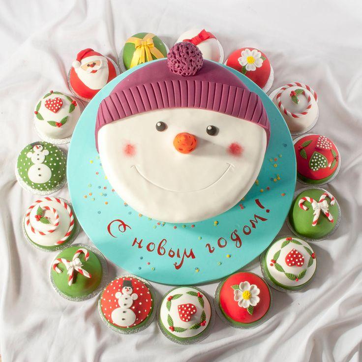 Торт и капкейки  на новый год, снеговик и сладости.