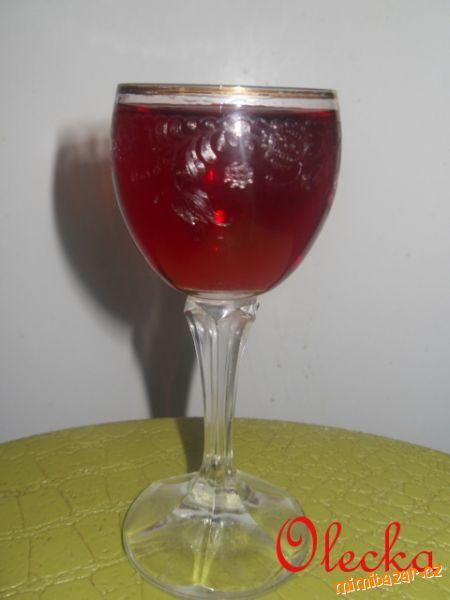 Likér s černých jeřabin(ostružin)Vynikající