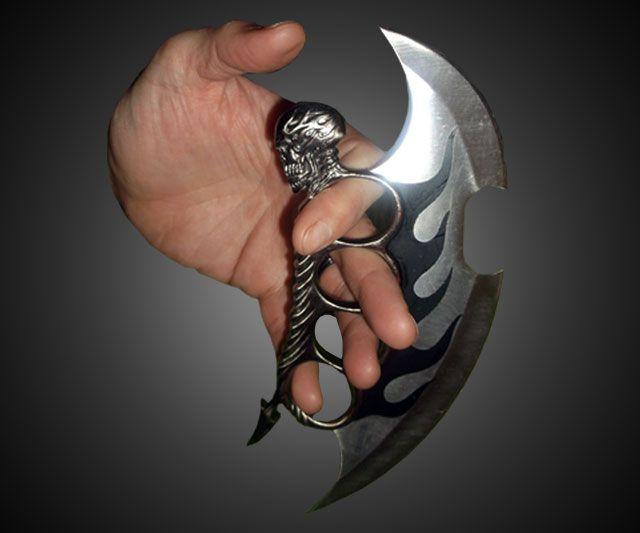 Fantasy Master Skull Knuckle Knife   DudeIWantThat.com