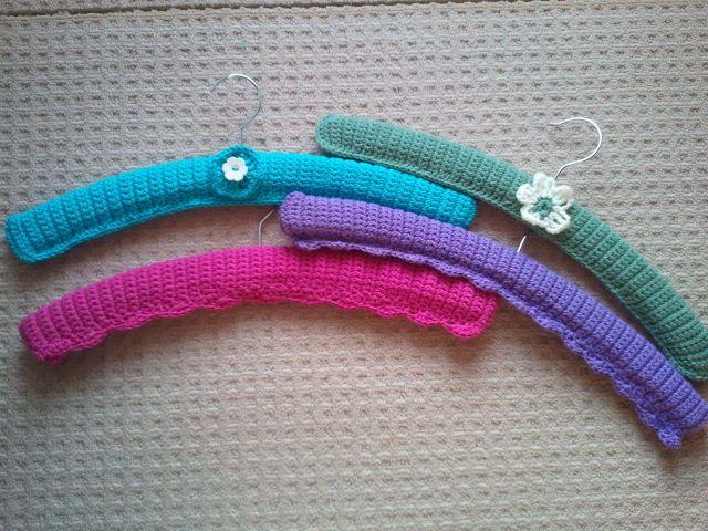 Free Crochet Pattern Coat Hanger Cover : 107 beste afbeeldingen over Haken hangers/crochet hangers ...