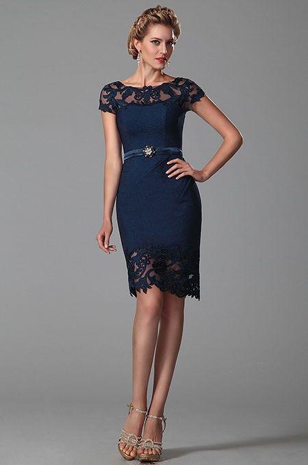 Robe magnifique  de cocktail, soirée,courte  jacquard bleu et  dentelle sur les  épaules et  petites manches