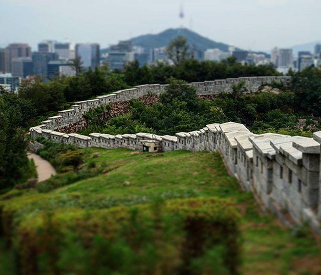 #seoul #city #wall on #inwangsan #mountain #korea #southkorea #asia #asianescape #travel #holiday #holidays #koreantrip #asiantrip #inwangsanmountain