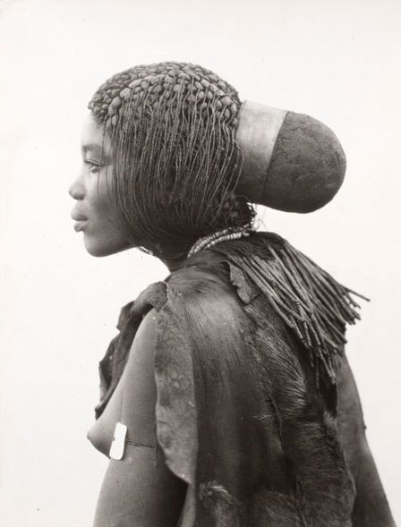 Africa | Portrait of an Ovambo (Ogandjera) woman from Namibia. ca. 1926 | ©A.M. Duggan-Cronin (1874-1954), The Walther Collection