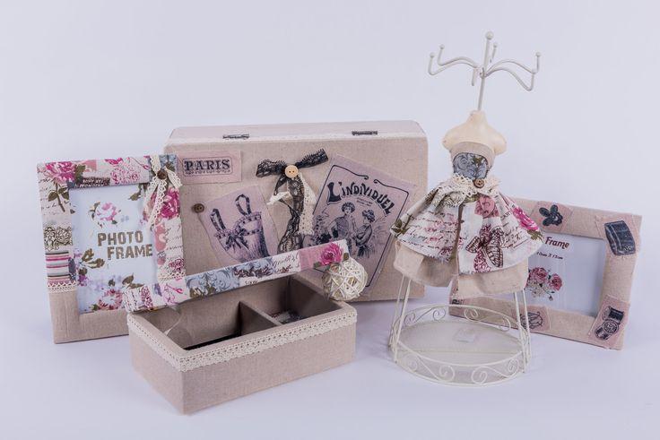 Set accesorii pentru living sau dormitor: rame căptuşite, cutie şi suport pentru bijuterii. DecoDepot. Brasov. Accessories. Photo frame. Jewelry box. Jewely support. Decorative. Gift.