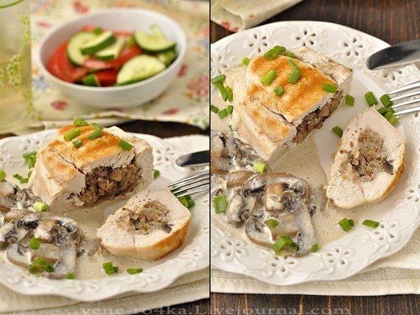 Фото к рецепту: Куриные грудки фаршированные гречкой и шампиньонами, тушенные в сливочно-грибном соусе