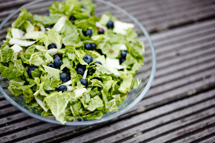 Salad with blueberries and dressing