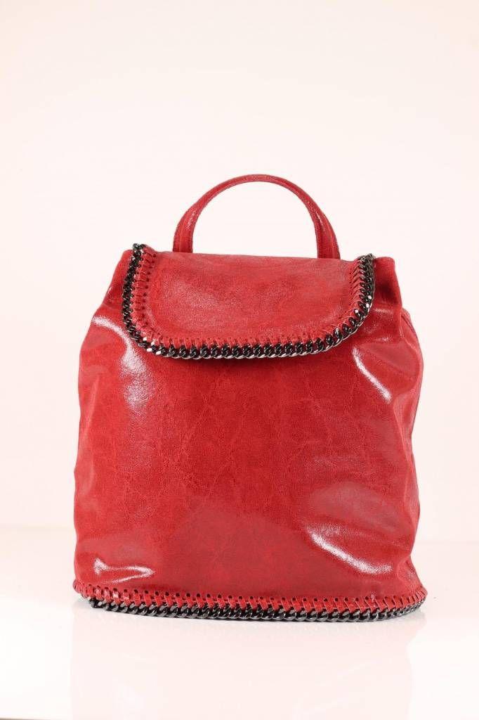 - Retro rugzak rood kleur leder suède versierd met een metalen ketting