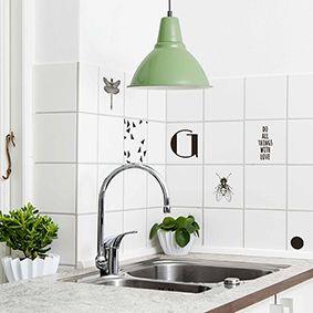 Kitchen tiles decorated with Home Junkie stickers.  Køkkenfliserne er her dekoreret med fine stickers fra Home Junkie. #stickes #kitchen #homeimprovement #diy