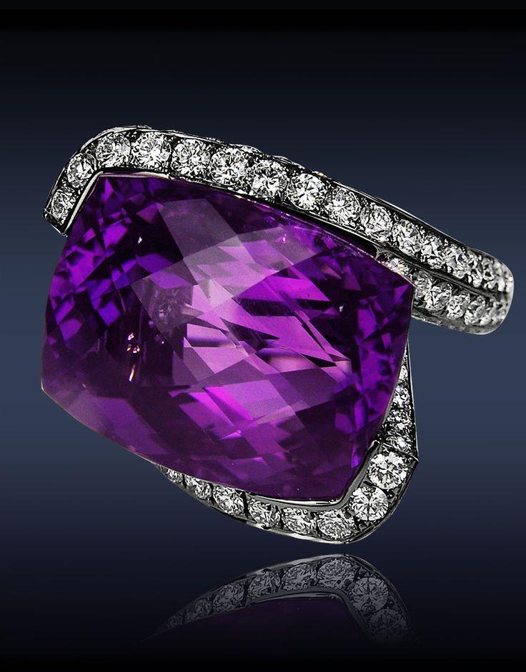 Amatista siberiano antiguo anillo de diamante.
