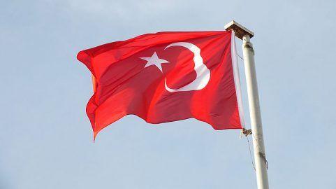 В результате взрыва в Турции есть погибшие и раненые http://dneprcity.net/ukraine/v-rezultate-vzryva-v-turcii-est-pogibshie-i-ranenye/  В результате взрыва в городе Силопи на юго-востоке Турции погибли четыре мирных жителя. Также 19 человек получили ранения. Об этом сообщили источники в сфере безопасности, передает Reuters. По данным источников,