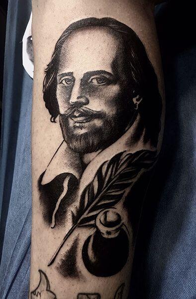 Tatuaje de retrato realizado en nuestro centro de Vaguada de Madrid.    #tattoo #tattoos #tattooed #tattooing #tattooist #tattooart #tattooshop #tattoolife #tattooartist #tattoodesign #tattooedgirls #tattoosketch #tattooideas #tattoooftheday #tattooer #tattoogirl #tattooink #tattoolove #tattootime #tattooflash #tattooedgirl #tattooedmen #tattooaddict#tattoostudio #tattoolover #tattoolovers #tattooedwomen#tattooedlife #tattoostyle #tatuajes #tatuajesmadrid #ink #inktober #inktattoo